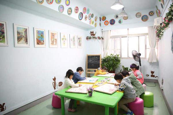 把少儿艺术教育可以作为一种激励的方法,以此来激励孩子认真学习