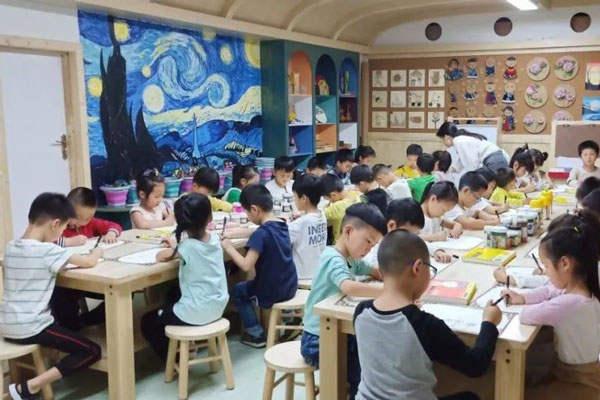 如何选择创意美术教育机构