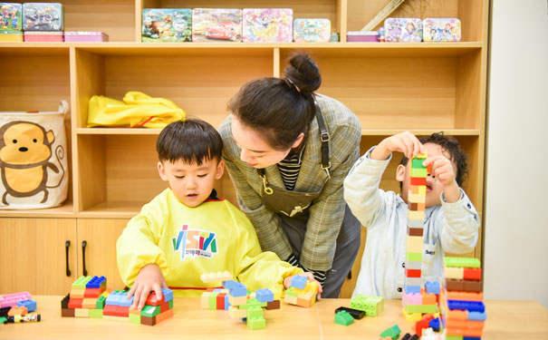 立博乐教育认为儿童艺术以教育为本