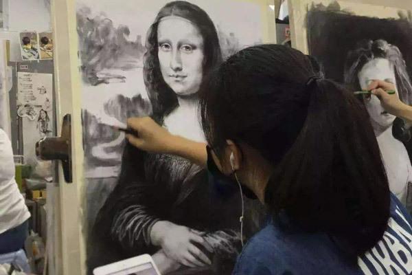 少儿美术所包含的画画风格有好几类,选择孩子喜欢的风格很重要。